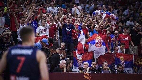 Navijači Srbije u Kini nakon pobede nad Italijom - Sputnik Srbija