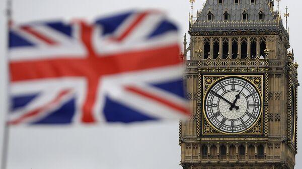 Застава Велике Британије испред Биг Бена у Лондону. - Sputnik Србија