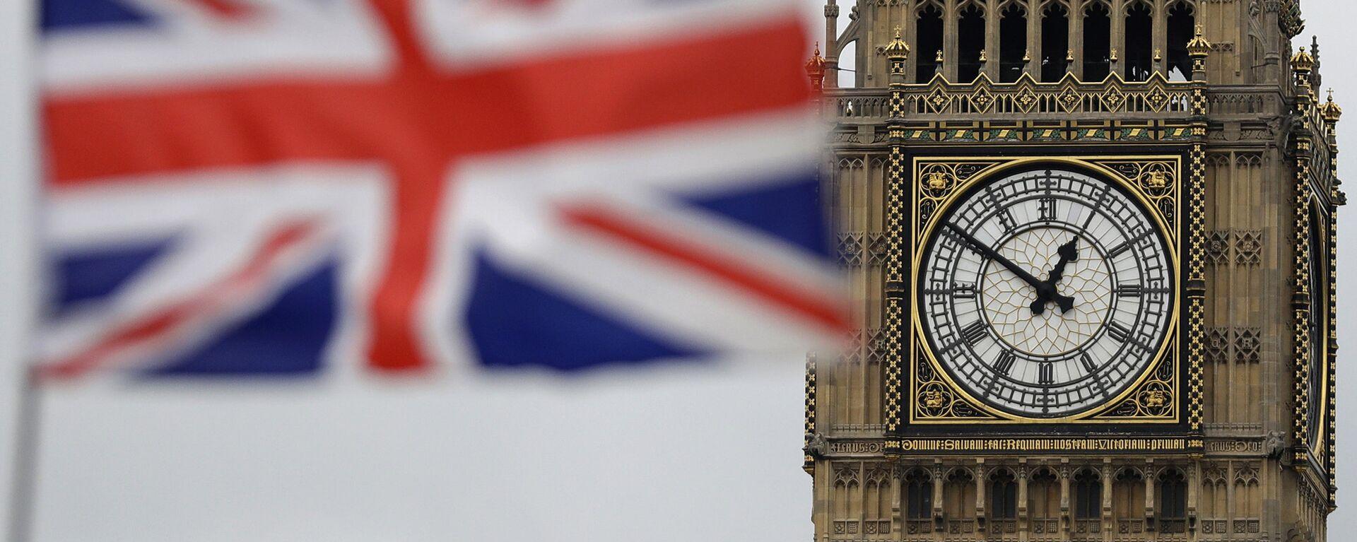 Zastava Velike Britanije ispred Big Bena u Londonu. - Sputnik Srbija, 1920, 14.10.2021