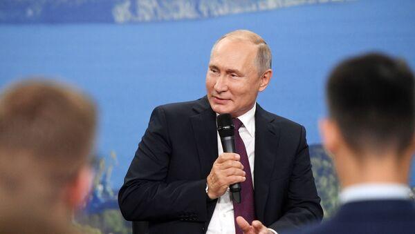 Председник Русије Владимир Путин на Источном економском форуму у Владивостоку - Sputnik Србија