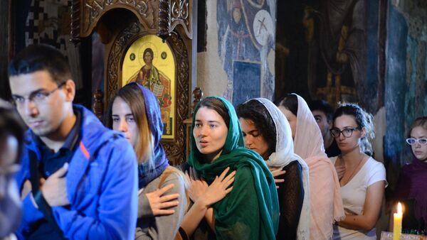 Iako je reč o duhovnoj školi, prisustvovanje liturgiji nije bilo obavezno, ali Nikolić kaže da izvan liturgijskog konteksta i koncepta, razumevanje smisla našeg duhovnog nasleđa, istorije i kulture nije moguće. - Sputnik Srbija