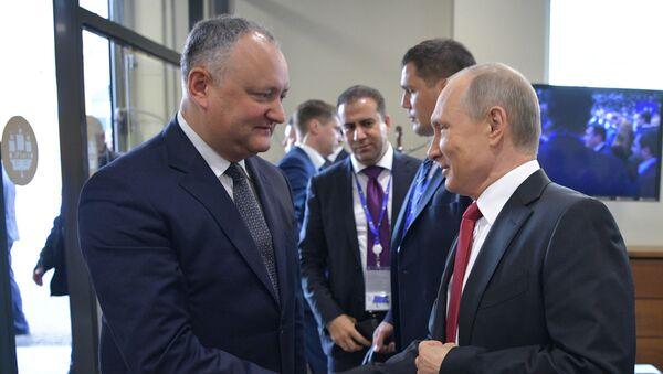 Председник Русије Владимир Путин и председник Молдавије Игор Додон - Sputnik Србија