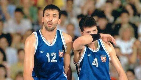 Владе Дивац и Дражен Петровић на Светском првенству у Аргентини 1990. године - Sputnik Србија