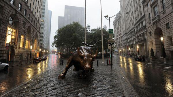 Bronzana statua bika na Volstritu u Njujorku - Sputnik Srbija