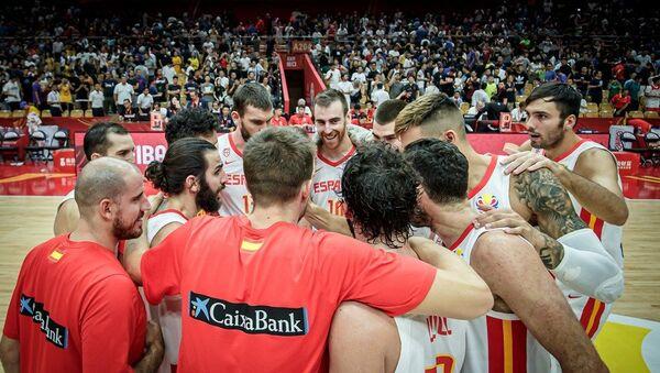 Репрезентативци Шпаније прослављају победу над Србијом - Sputnik Србија