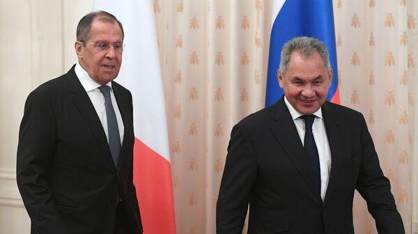 Ministar spoljnih poslova Rusije Sergej Lavrov i ministar odbrane Sergej Šojgu - Sputnik Srbija