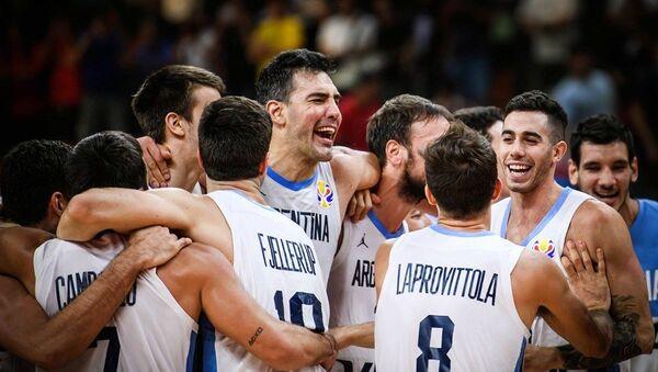 Репрезентативци Аргентине прослављају победу над Србијом и пласман у полуфинале - Sputnik Србија