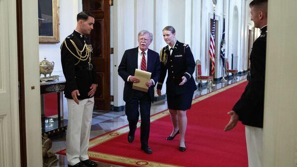 Džon Bolton na svečanoj ceremoniji povodom Dana de u Beloj kući - Sputnik Srbija