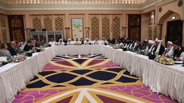 Америчка и талибанска делегација током преговора у Катару. - Sputnik Србија