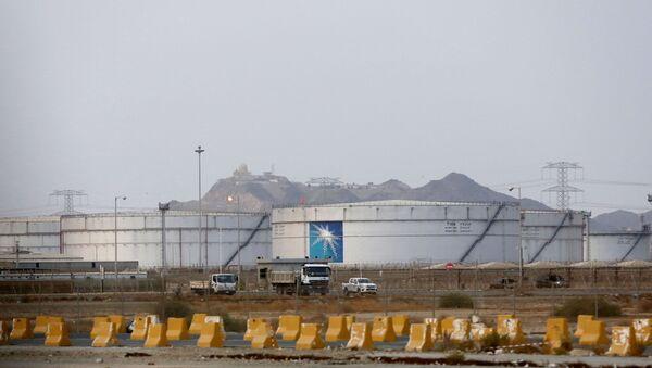 Цистерне нафтне рафинерије саудијске компаније Сауди Арамко - Sputnik Србија