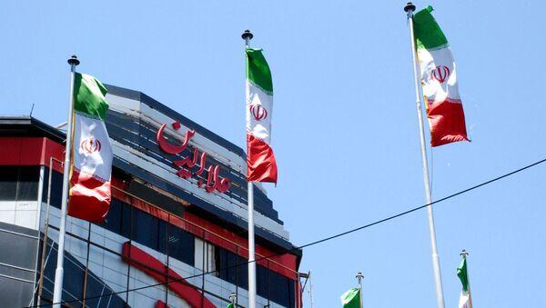 Zastave Irana u jednoj od ulica Teherana - Sputnik Srbija