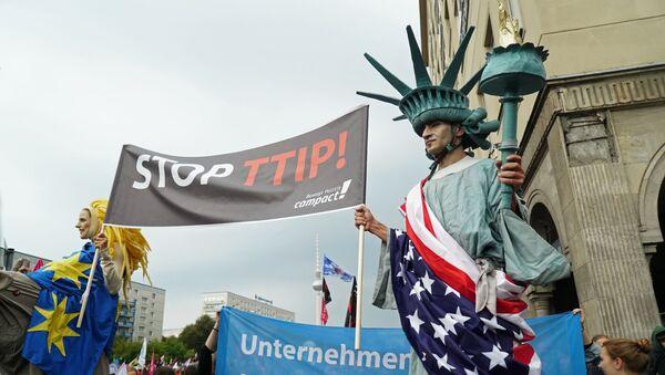 Protest protiv Transatlantskog trgovinskog i investicionog partnerstva - Sputnik Srbija