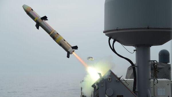 Lansiranje rakete Grifin iz lansera MK-60 sa američkog patrolnog broda Tajfun  - Sputnik Srbija