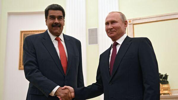 Predsednici Venecuele i Rusije Nikolas Maduro i Vladimir Putin pre sastanka u Moskvi - Sputnik Srbija