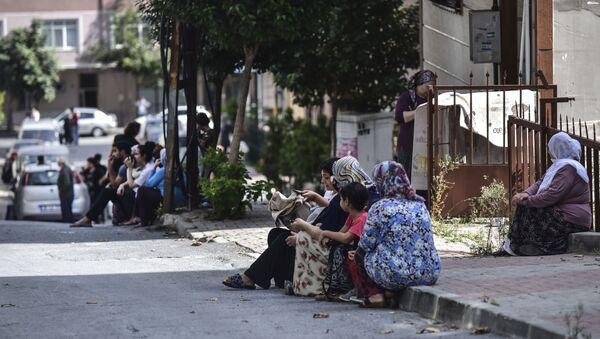 Људи у страху од земљотреса изашли на улице Истанбула - Sputnik Србија