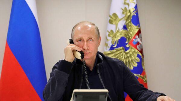 Председник Русије Владимир Путин током телефонског разговора са председником Турске Реџепом Тајипом Ердоганом  - Sputnik Србија