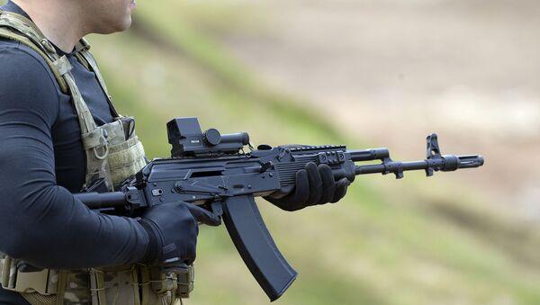 """Pokazno gađanje iz automata AK-74M na međunarodnom vojno-tehničkom forumu """"Armija"""" - Sputnik Srbija"""