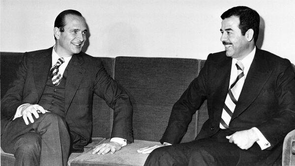 Žak Širak i Sadam Husein u Bagdadu 1974. godine - Sputnik Srbija