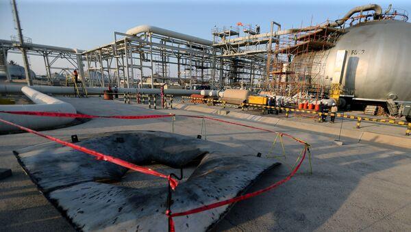 Deo oštećene naftne kompanije Saudi Aramko koji je bio meta napada bespilotnih letelica - Sputnik Srbija