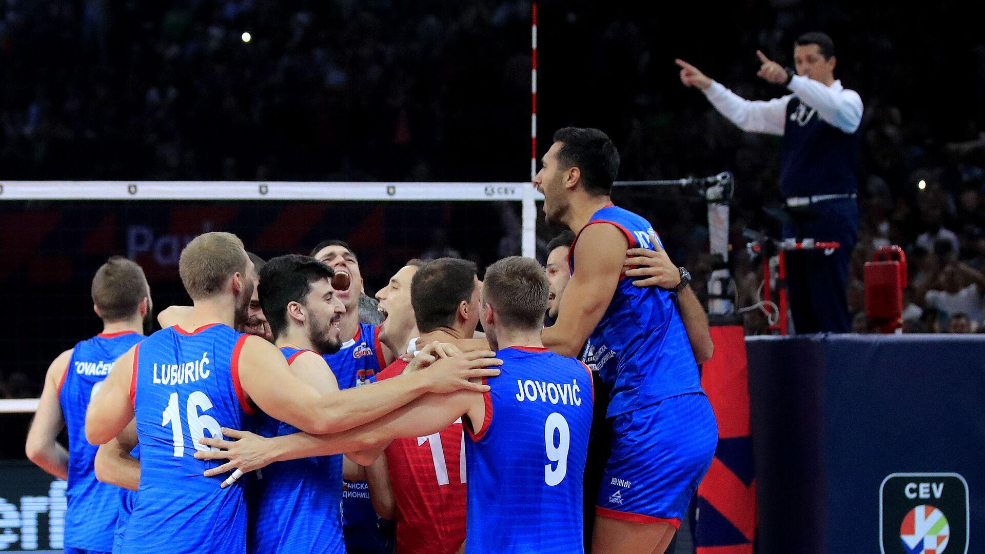 Одбојкаши Србије након победе над Словенијом у финалу ЕП у Паризу - Sputnik Србија, 1920, 02.09.2021