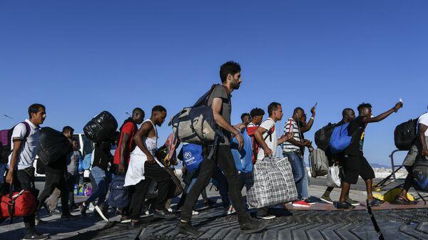 Brutalne metode mučenja migranata... - Sputnik Srbija