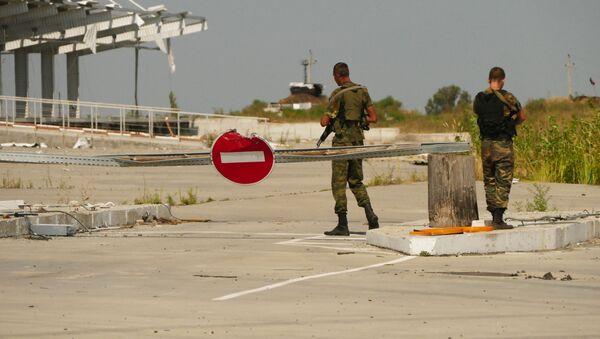 Припадници ДНР на линији разграничења у Донбасу - Sputnik Србија