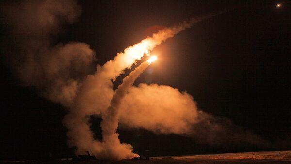 Noćno lansiranje rakete  - Sputnik Srbija