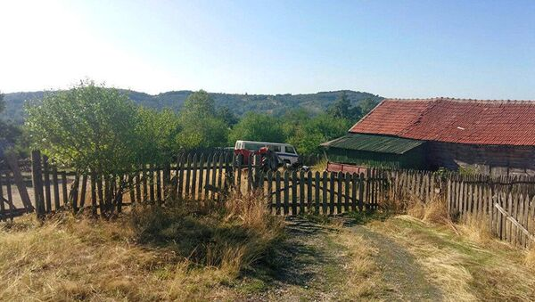 Једно од од многобројних запарложених сеоских имања у Србији  - Sputnik Србија