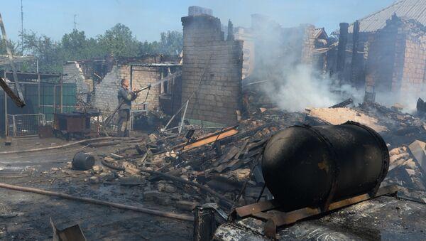 Uništene privatne kuće nakon što je ukrajinska vojska granatirala selo Gorlovka u Donbasu - Sputnik Srbija