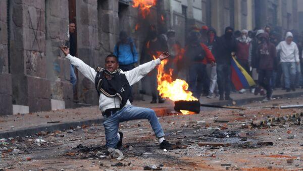 Žestoki sukobi demonstranata sa policijom u glavnom gradu Ekvadora - Sputnik Srbija