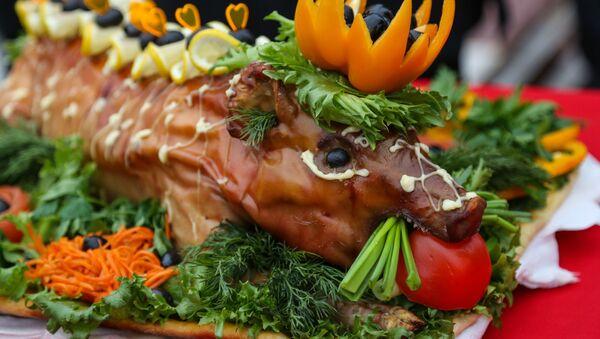 Meso ili voće, vegetarijanci, mesojedi - Sputnik Srbija