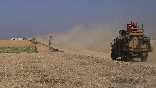 Turska vojna oklopna vozila tokom patrole u zoni bezbednosti u Siriji - Sputnik Srbija