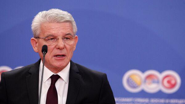 Шефик Џаферовић на конференцији за новинаре после Трилатералног састанка - Sputnik Србија
