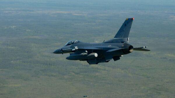 Амерички војни авион Ф-16 Вајпер - Sputnik Србија