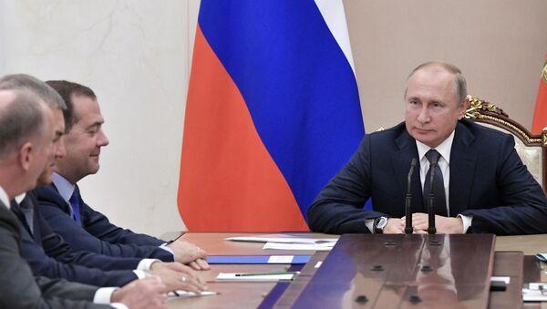 Председник Русије Владимир Путин на заседању Савета безбедности земље - Sputnik Србија