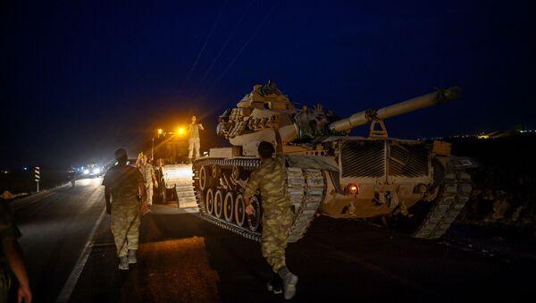 Припадници турске војске крећу се према граници са Сиријом - Sputnik Србија