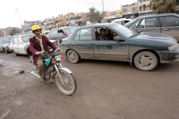Ирачки поштар Абу Али вози кроз Багдад, 09. јануара 2007. - Sputnik Србија