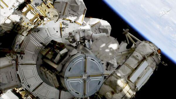 Астронаути излазе у космос - Sputnik Србија