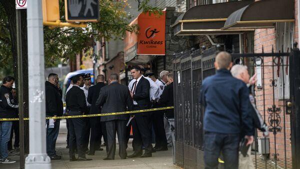 Njujorška policija istražuje mesto pucnjave u Bruklinu. Četiri osobe su ubijene, a petoro je ranjeno nakon zatvaranja jednog noćnog kluba - Sputnik Srbija