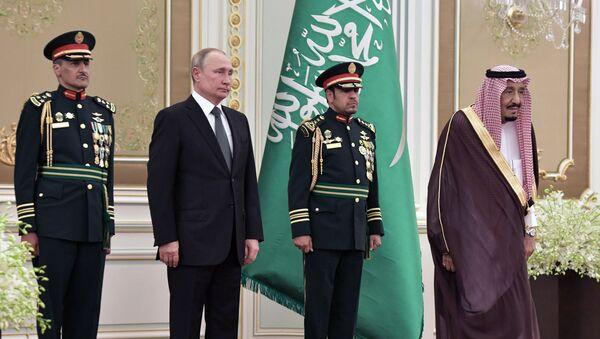 Председник Русије Владимир Путин и краљ Саудијске Арабије Салман бин Абдел Азиз ел Сауд у Ријаду - Sputnik Србија