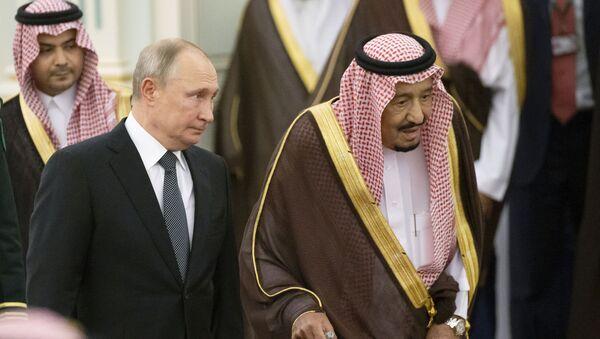 Predsednik Rusije Vladimir Putin i saudijski kralj Salman na sastanku u Rijadu - Sputnik Srbija