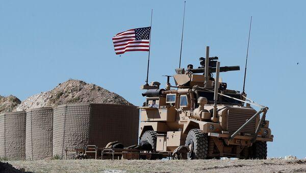 Američka vojna vozila u sirijskom Manbidžu - Sputnik Srbija