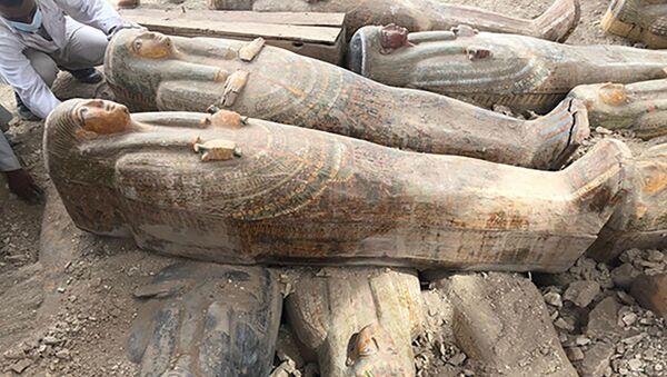 Raznobojni sarkofazi, koji su otkriveni u Luksoru, Egipat - Sputnik Srbija