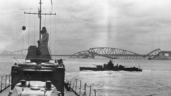 Оклопни бродови совјетске Дунавске флотиле у рејону Београда. - Sputnik Србија