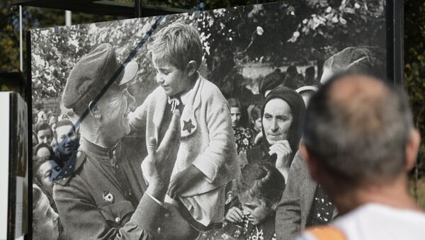 Izložba arhivskih fotografija sovjetskih ratnih dopisnika posvećena 75. godišnjici oslobođenja Beograda u Drugom svetskom ratu na Kalemegdanu - Sputnik Srbija
