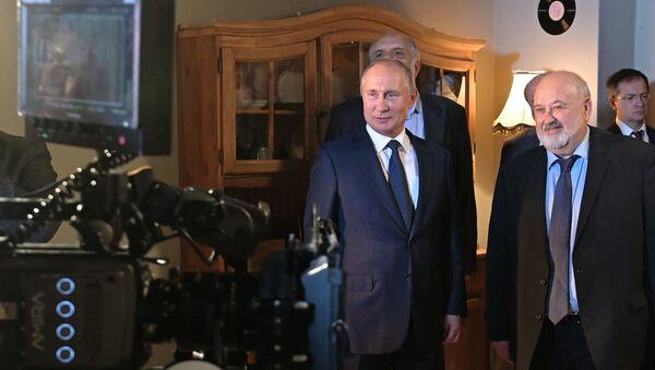 Predsednik Rusije u poseti Sveruskom državnom institutu za kinematografiju  - Sputnik Srbija