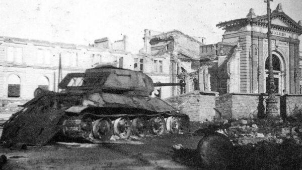 Уништени совјетски тенк испред Главне железничке станице - Sputnik Србија