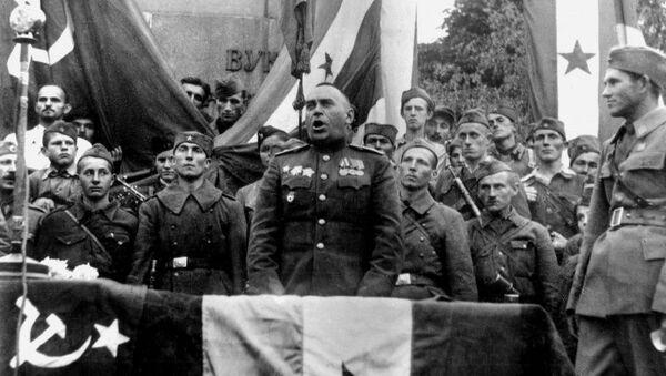 Генерал Владимир Жданов обраћа се грађанима у тек ослобођеном Београду. - Sputnik Србија