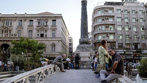 Ljudi na ulicama Damaska. - Sputnik Srbija