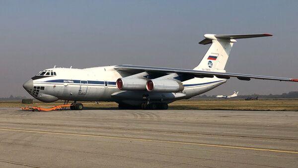 Руски авион Ил-76МД на аеродрому у Батајници - Sputnik Србија